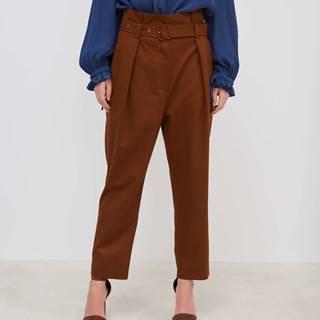 Dámske nohavice s vysokým pásom a opaskom